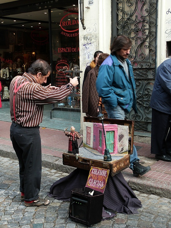 Street performer at the San Telmo Market in Buenos Aires