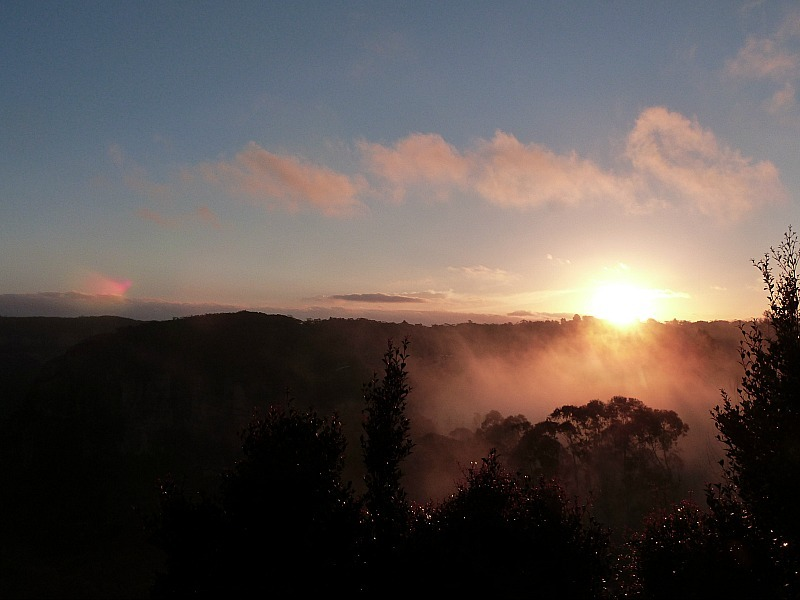 Sunset over the Jamison Valley for a Blue Mountains lookout