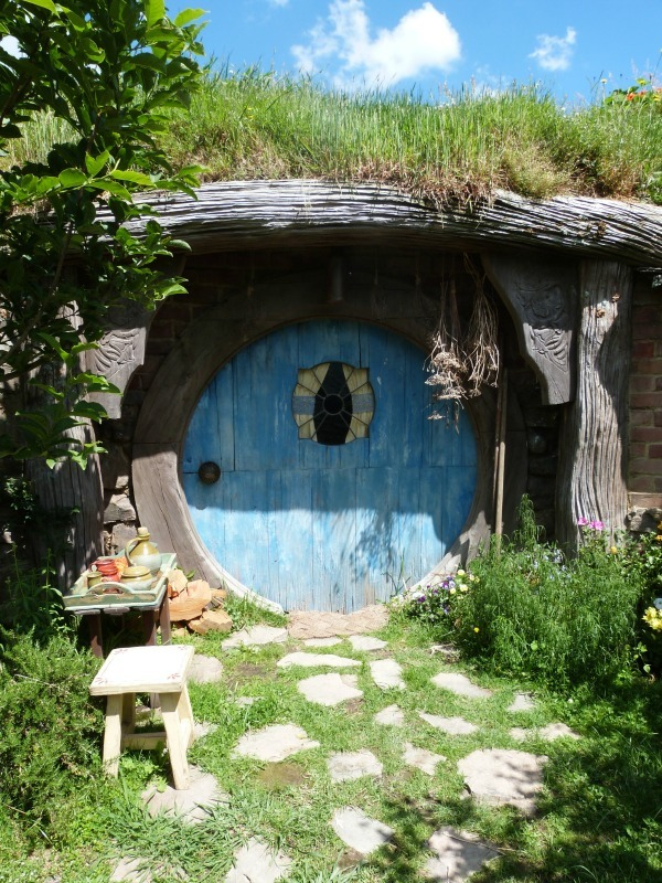 A hobbit hole in Hobbiton New Zealand