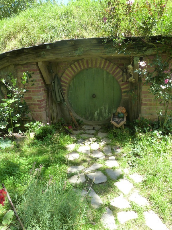 An inviting Hobbit hole at Hobbiton in New Zealand