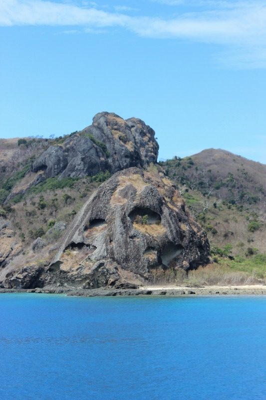 Passing the Mamanuca Islands on the way to the Yasawa Islands of Fiji | The World on my Necklace