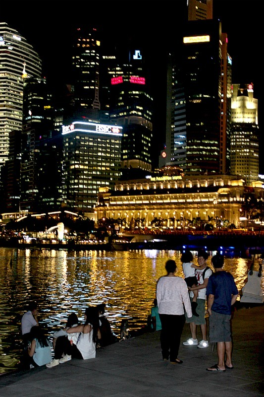 Discovering Singapore at night