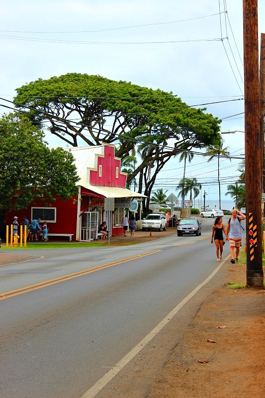 Haliewa main road on the North Shore of Oahu