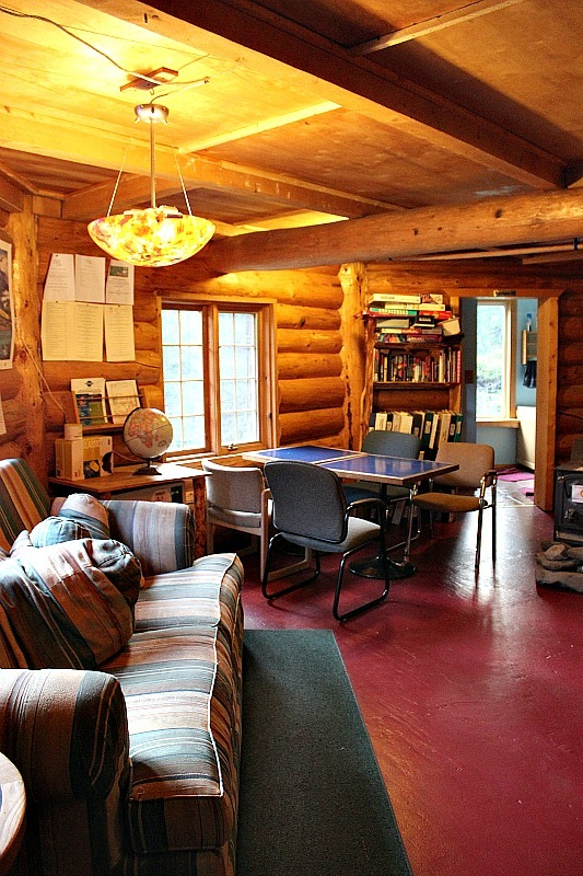 Common room of Denali Mountain Morning Hostel