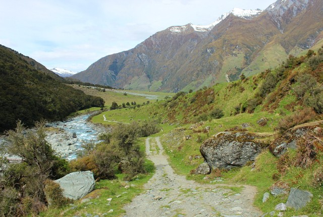 The trail back to Raspberry Flats in Mount Aspiring National Park