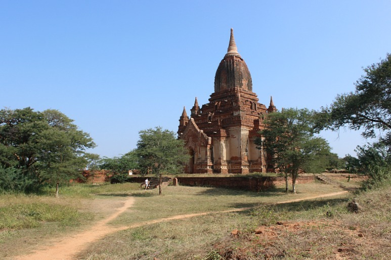 Visiting the impressive Bagan pagodas in Myanmar