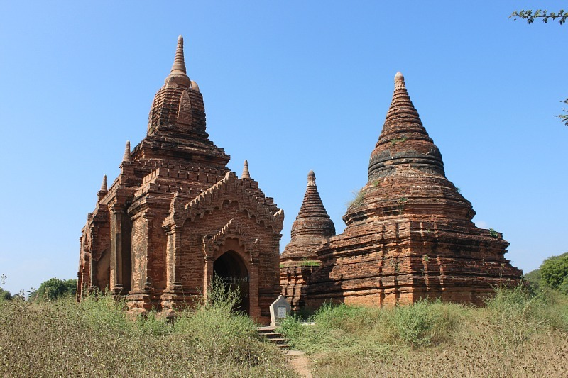 Visit the best temples in Bagan by e-bike