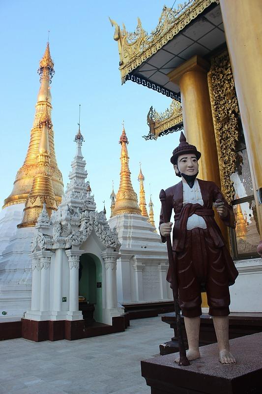 Shwedagon Pagoda statue