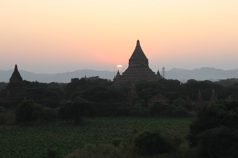 Bagan sunset over pagodas at Law Ka Ou Shaung