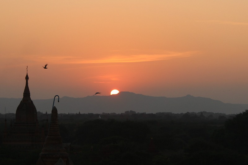 Bagan sunset from near Dhammayazika Pahto
