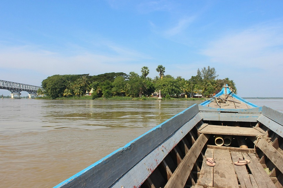 Boat to Shampoo Island