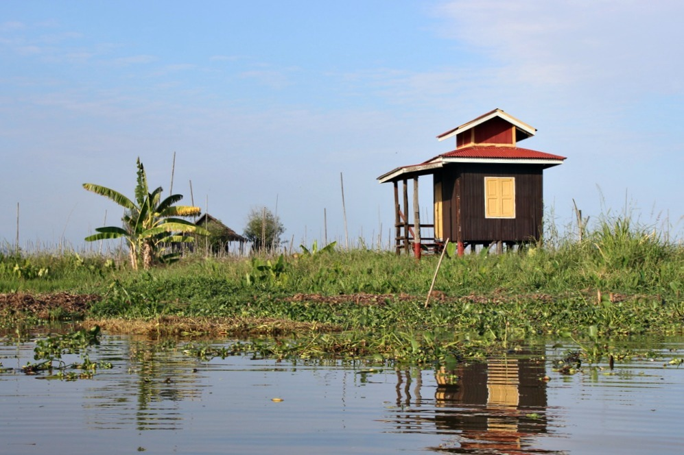 Take an Inle Lake boat tour for beautiful lake scenery