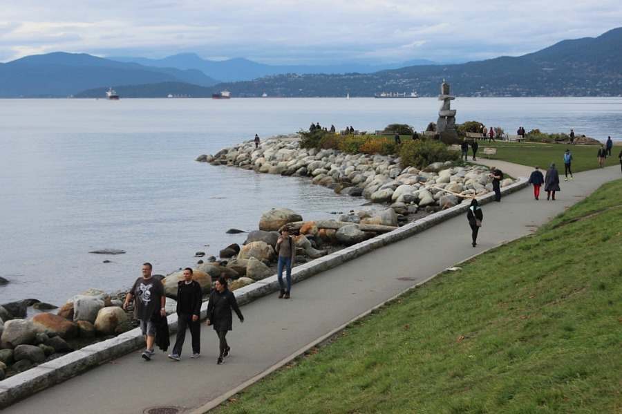 vancouver-sea-wall-the-world-on-my-necklace