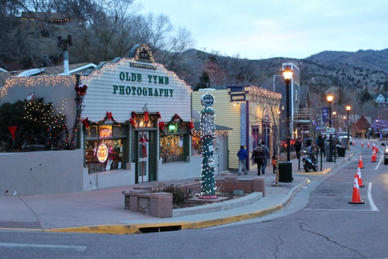Christmas lights in Manitou Springs Colorado - visited during month eighteen of digital nomad life