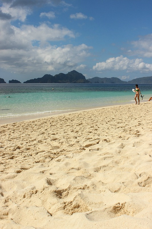 Beautiful beach on El Nido island hopping tour