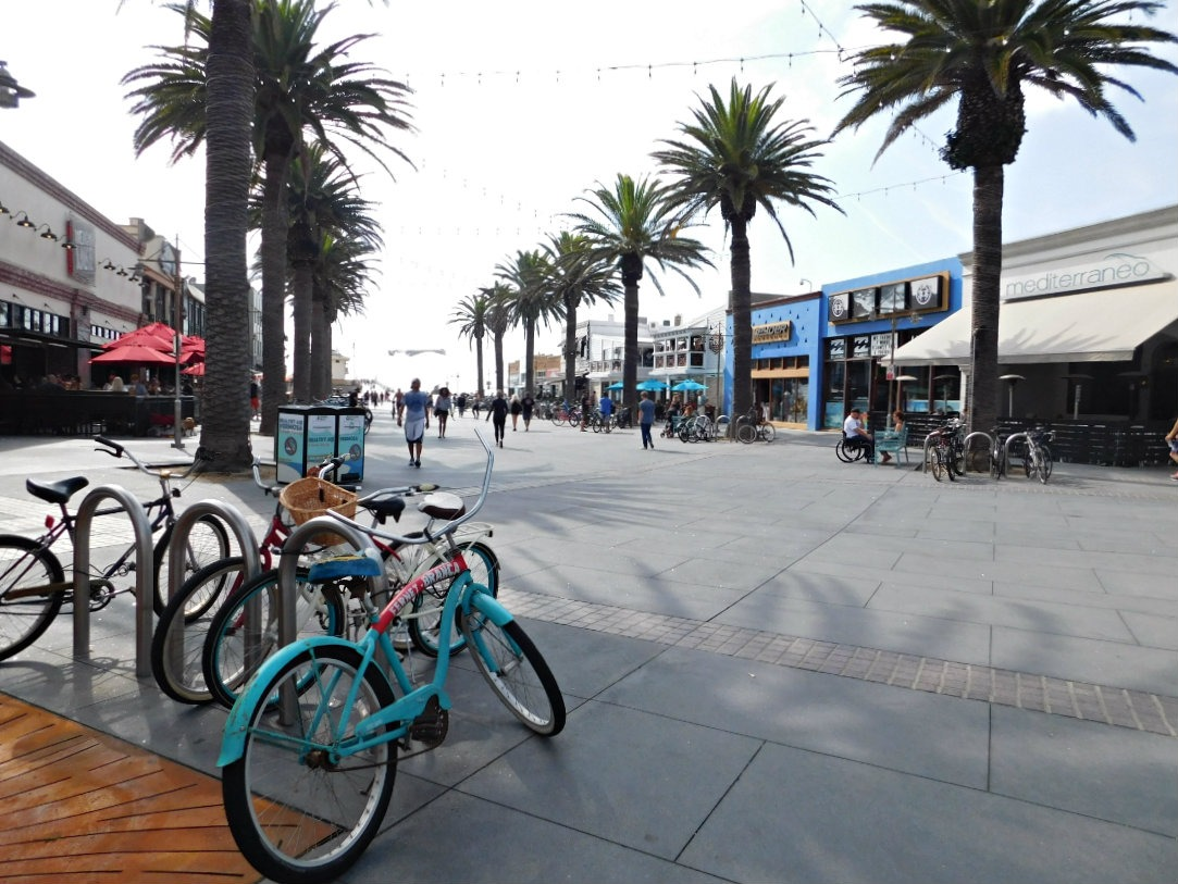 Pedestrian street in Hermosa Beach in the South Bay of Los Angeles