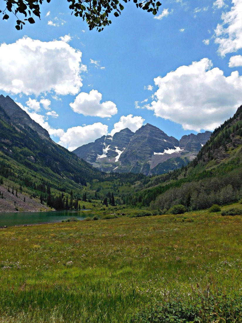 Starting the hike from Aspen to Crested Butte at Maroon Lake