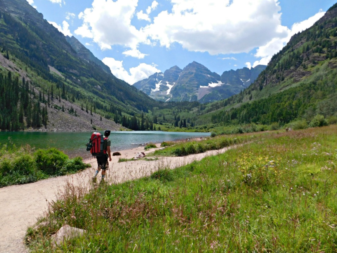 Hiking in Maroon Bells on a Colorado summer itinerary