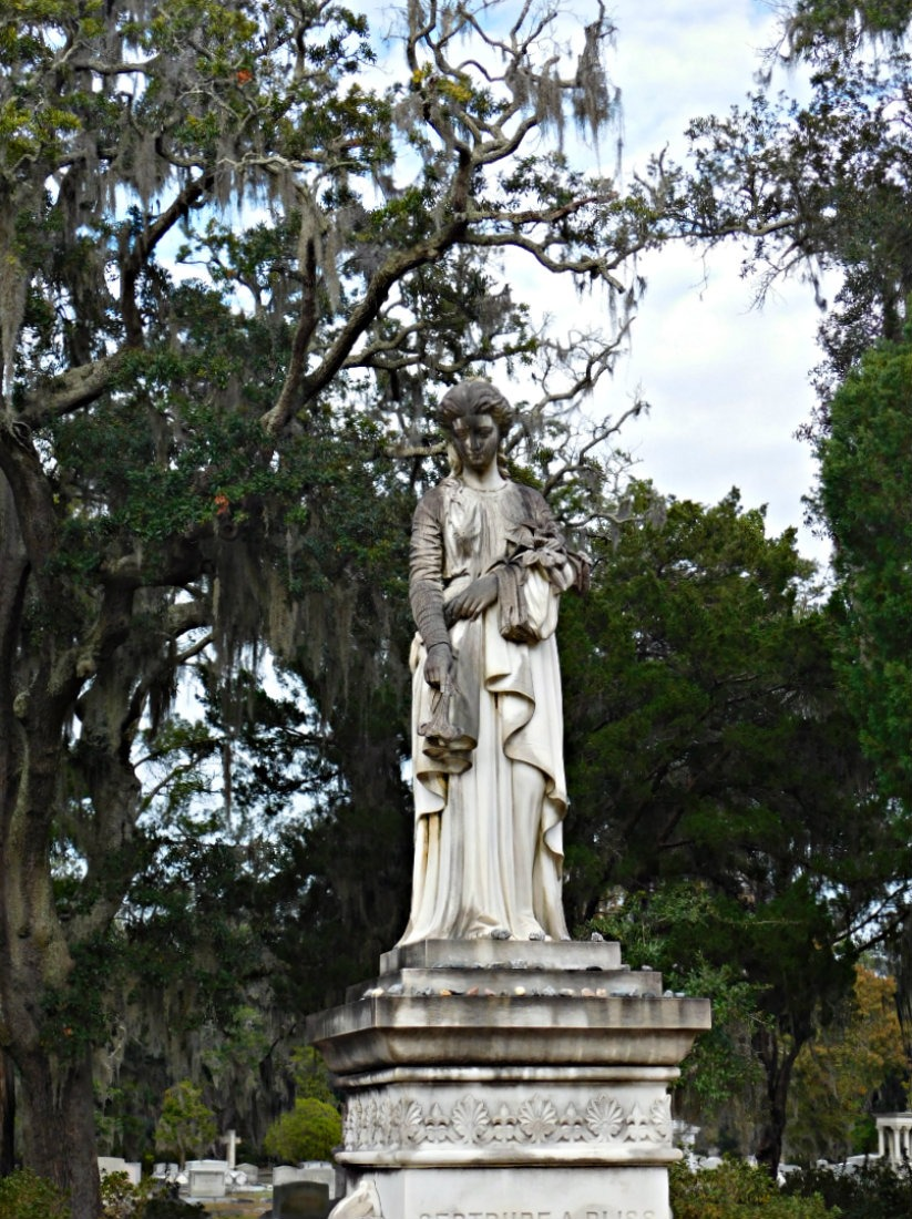 Grave in Bonaventure Cemetery in Savannah