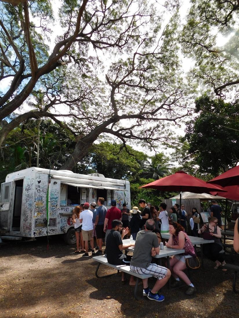 Giovanni Shrimp truck in Haleiwa on North Shore Oahu