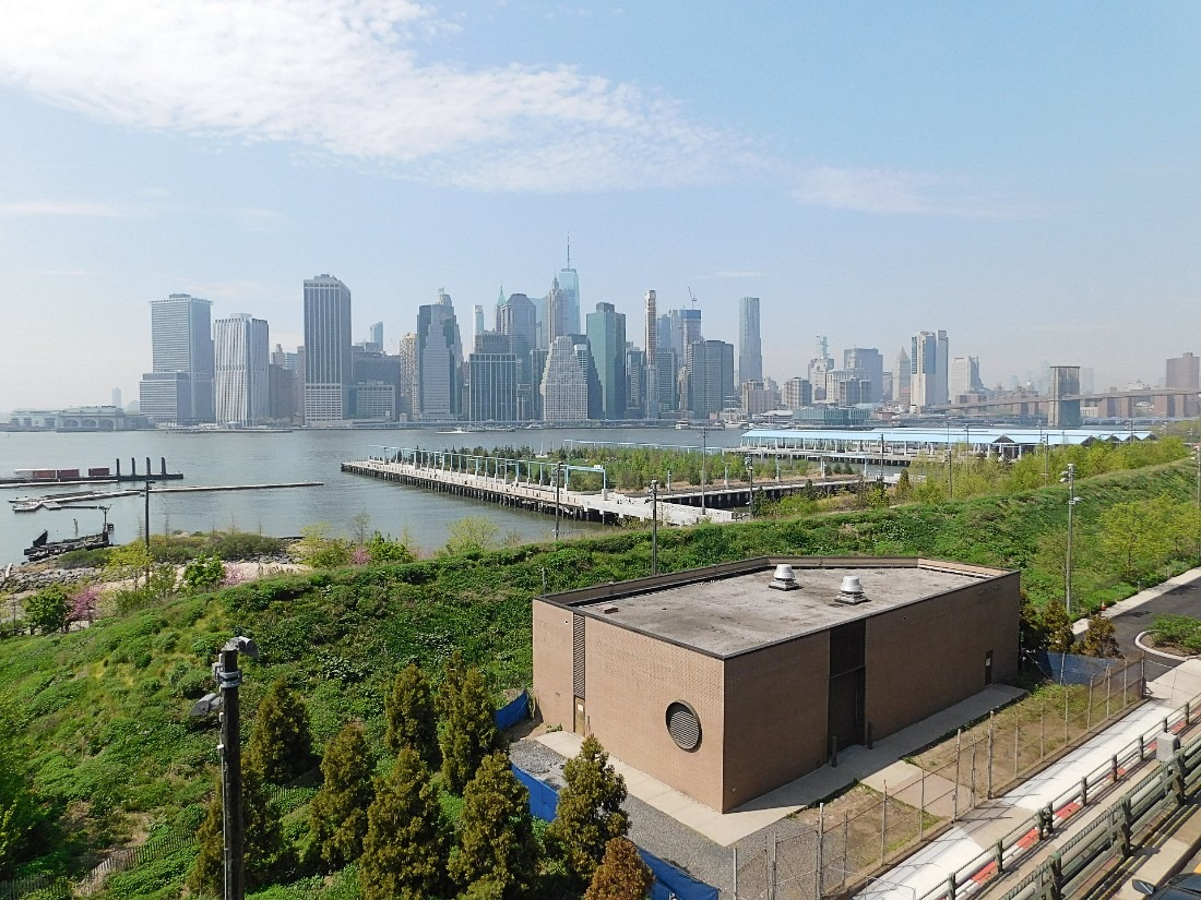 View of Manhattan from Brooklyn Heights Promenade