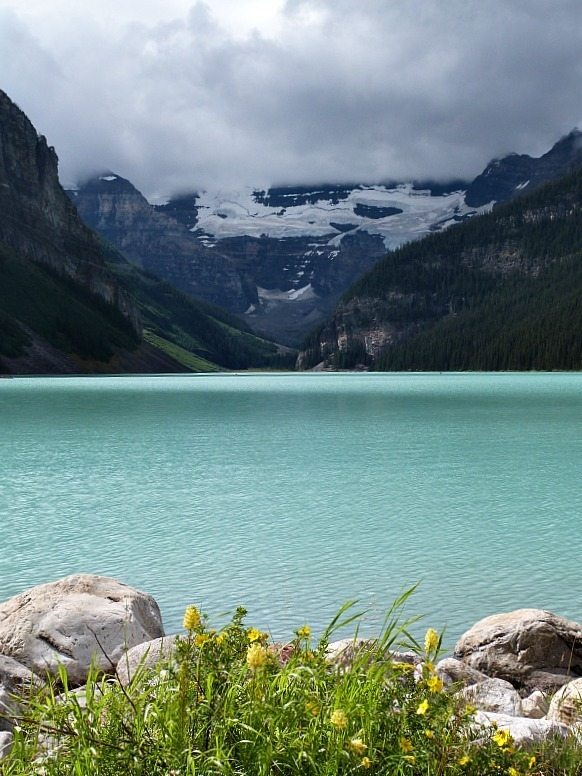 Stay in Lake Louise after your Moraine Lake Hike