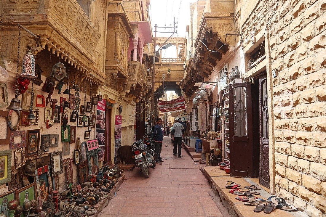 Visiting Jaisalmer Fort is a must for any Rajasthan tour itinerary