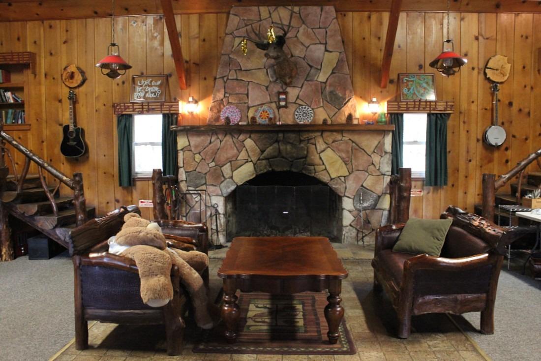 ITH Big Bear Hostel Great Room
