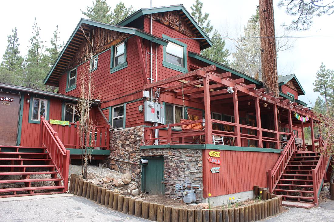 Stay at ITH Big Bear Hostel and Retreat Center in Big Bear in summer