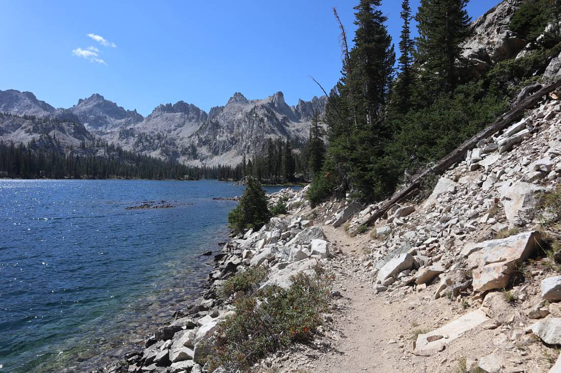 The lakeshore of Alice Lake hike